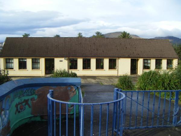 Scoil Mhichíl Naofa, Bere Island. (Photo: www.bereislandschool.scoilnet.ie/blog/bere-island/)